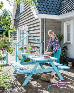 Garden table with cottage