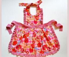 Free pattern - mother and daughter aprons.