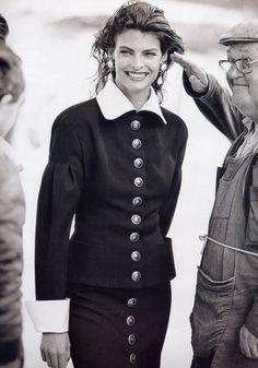 """Paris S'eveille"", Vogue France, September 1988Model: Linda Evangelista"