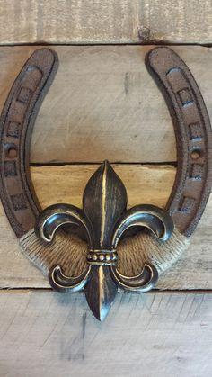 Fleur de lis horseshoe