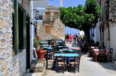 A charming sidewalk cafè on the island of Skiathos, Greece