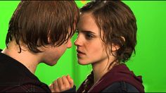 Behind the scenes HP: The epic Hermione and Ron kiss.