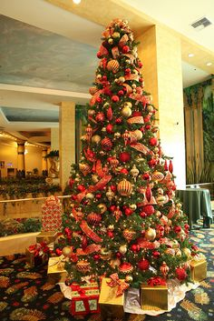 Red and Gold Christmas Tree,