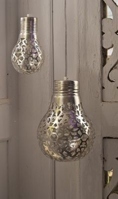 lace and spray paint = pretty.