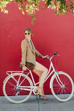 A  bicycle and heels! ........... Why not? #cycling