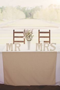 Love this sweetheart table- The Mr & Mrs letters are simple, yet still makes a statement!