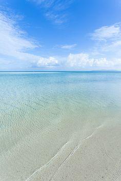 Calm clear water of Kondoi Beach, Taketomi Island by ippei + janine, via Flickr