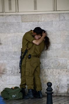 Two Israeli soldiers hugging www.facetozion.com