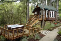 TreeHouse Workshop and jacuzzi