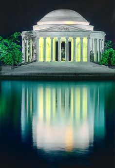 Thomas Jefferson Memorial at Night, Washington DC. Night is the very best time to visit this gorgeous monument.