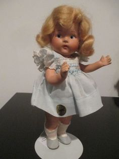 EXTREMELY RARE TODDLES GINNY DOLL.(1940-43) WITH GOLD CIRCLE TAG ON HER DRESS