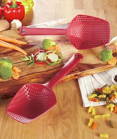 Set of 2 Scoop #Colanders- no need to take out the strainer! Easily bring your #pasta from the boiling water to your dish.