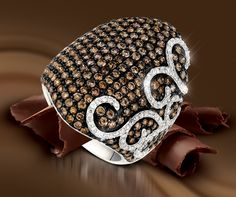 Chocolate Diamonds® Ring in Vanilla Gold® with Vanilla Diamonds® Sinuous Swirl™ design elements.