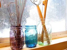 Tinting clear mason jars with Mod Podge and food coloring.