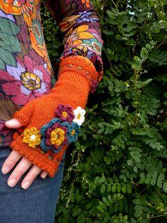 Ravelry: DorotheaAmelia's Flower Power Mitts