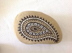 Hand painted rock with paisley pattern / stone by StudioCreARTiv, €14.90