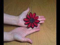 Cómo hacer una flor kanzashi con fieltro | facilisimo.com - YouTube