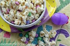 Easter Bunny Vanilla Popcorn Mix. This is so cute in clear goody bags. Great teacher gifts or a nice addition to your kids easter baskets.
