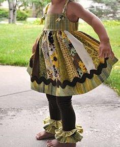 little dresses, little girls, dress tutorials, the dress, ruffl leg, jelly rolls, rick rack, knot, jumper