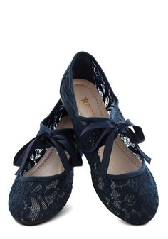 Darling lace flats - only $22.50 with code:  NIFTY - today only! http://rstyle.me/n/jjctznyg6