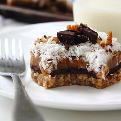 YUM: Grain free and sugar free seven layer magic cookie bars! Homemade raw chocolate layer, date caramel and coconut butter cream!