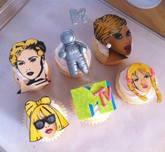 Creative and awesome VMA cupcakes!