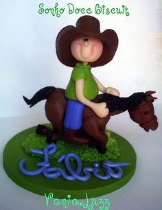 Topo de Bolo para Meu irmão Fábio cowboy....O chapéu feito pela mamãe é claro....rs by Sonho Doce Biscuit *Vania.Luzz*, via Flickr