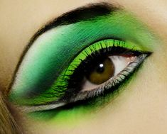 intense-green-eyeshadow