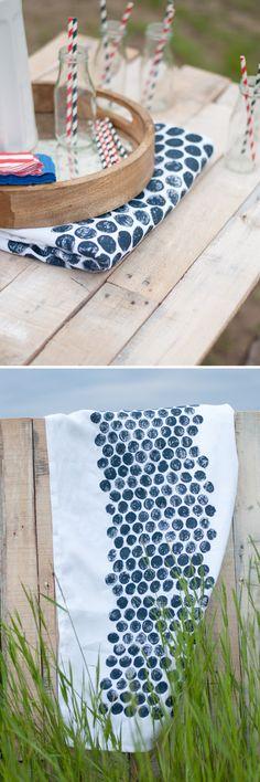 DIY: Bubble Wrap Print Tablecloth