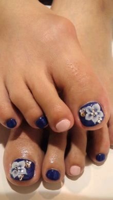 pedicure, purple, flower, pink. nail art. I like this for the toes, but I would take out the pink 2nd toe and either make it a lighter shade of purple, silver, or the same bright purple used at the base on the big toe