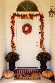 Fall entryway doorway decor