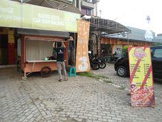 Datangi outlet Pizza Borneo di Jl. Panglima Batur muka Depot Bakso Kota Cak Man Malang dekat Distro Hoops  http://www.facebook.com/pages/Pizza-Borneo/378272708890414