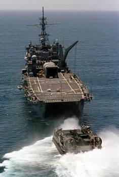 LCAC into LPD-9