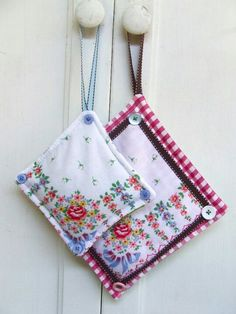Pot holders from hankies