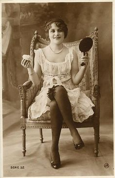 1920s flapper with mirror