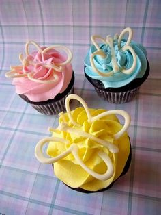 Baby shower or spring style cupcake