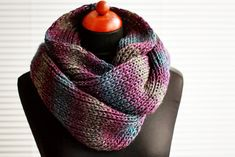 simple knit infinity scarf tutorial - Gotta ask my Grandma if she can do this for me :P