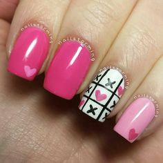 """Valentine Nails  Aww... If only I """"did"""" my nails... I would L<3VE this! But...too many critters, too many nail casualties... Lol!"""