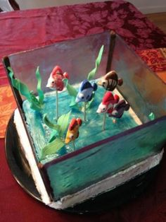 Cakes on pinterest lego cake hockey players and minecraft for Fish tank cake designs