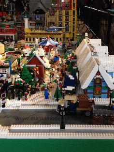 Villa navide a a escala construida con legos for Villas navidenas liverpool