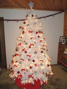 The Balsam Hill Mount Washington White Christmas Tree as decorated by our customer Will in Alberta, Canada http://www.balsamhill.com/Mount-Washington-White-by-Vermont-Signature-p/was-t.htm