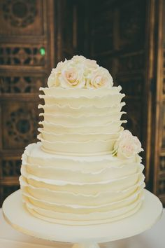 Love this style of Wedding Cake -- See more on #SMP:  http://www.StyleMePretty.com/australia-weddings/2014/04/10/summer-wedding-at-the-peppers-manor-house/ Cake: http://www.facebook.com/MoreishCakesAustralia || Photography: DaneAdkinsPhotography.com