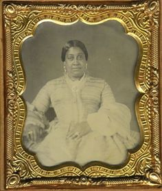 BLACK-WOMAN-AFRICAN-AMERICAN-1850s-AMBROTYPE-PHOTO-GOLD-JEWELRY-PUFFY-SLEEVES