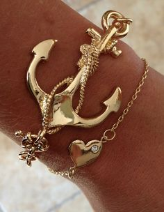 Adorable pretty gold chain anchor bracelet.... anchors, jewelry design, summer jewelry, jewelry accessories, antique jewelry, anchor bracelet, arm candies, gold jewelry, designer jewelry