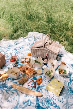A Summer Picnic In Hyde Park | Gal Meets Glam