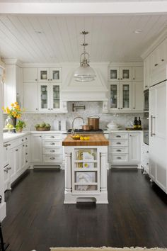 Shabby chic decor on pinterest shabby chic kitchen for Better homes and gardens kitchen and bath ideas