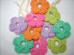 Easy Peasy Flower: free pattern ✿Teresa Restegui http://www.pinterest.com/teretegui/✿