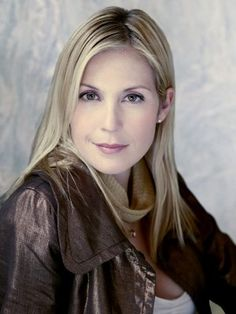 Kelly Rutherford, such a pretty woman