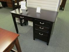 Jacobsville Single Pedestal Desk - eclectic - desks - columbus - Geitgey's Amish Country Furnishings