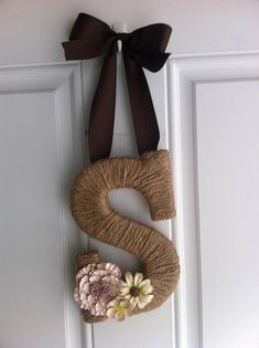 Monogram door hanging. Would make a real cute decoration for my front door!